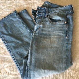 American Eagle Light Wash Artist Crop Jeans Sz 8